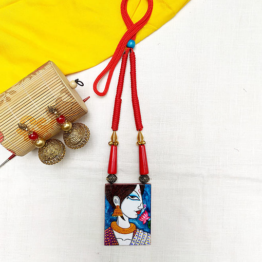 Fabric Oil Painting Fully Handcrafted Modern Lady Painting Necklace4