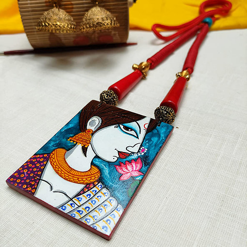 Fabric Oil Painting Fully Handcrafted Modern Lady Painting Necklace3